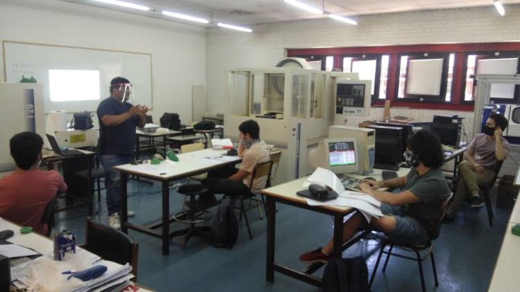 Reiniciaron las clases prácticas en los laboratorios del ITU