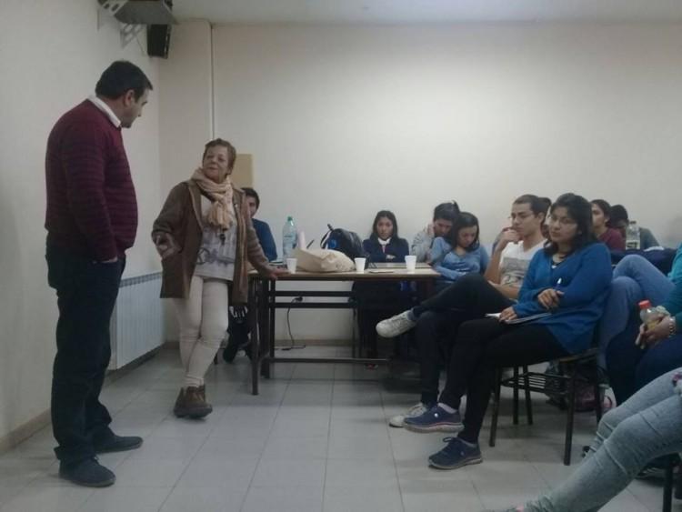 """Se brindó una charla sobre """"Concientización del arsénico en el agua"""" en  la Sede Rivadavia"""