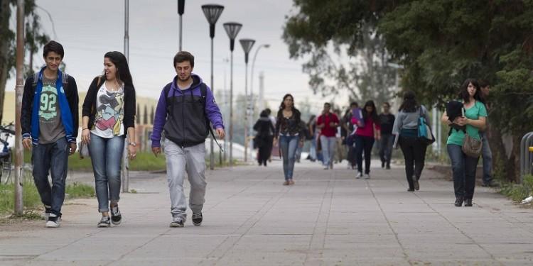 Becan a estudiantes para realizar prácticas profesionales en proyecto de cooperativismo