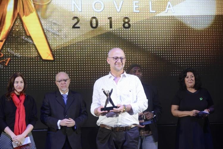 Docente del ITU ganó el Premio Clarín Novela