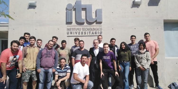 """Estudiantes del ITU se capacitaron en """"Energía y Sustentabilidad"""""""
