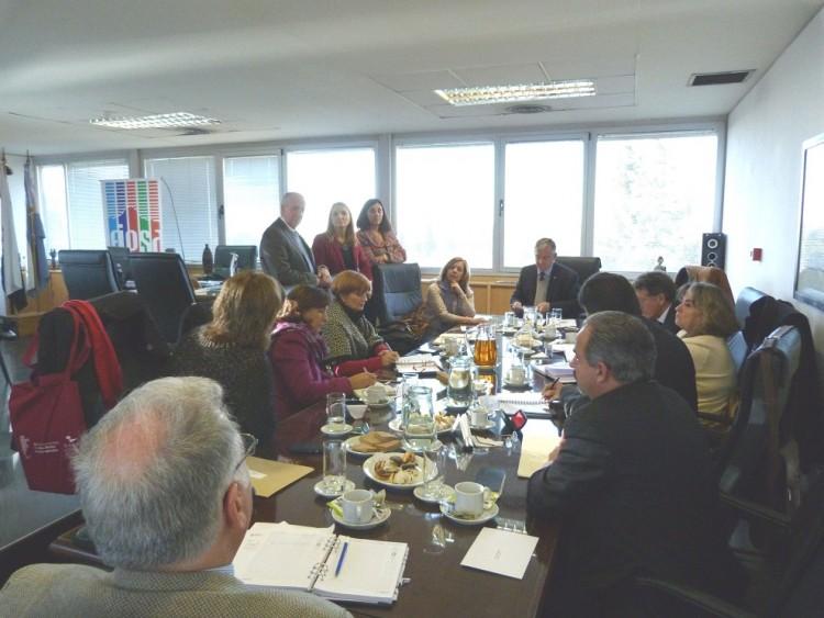 La Dra. Martín Cuadrado dialogó con los decanos luego de la firma del convenio.