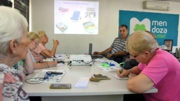 Inician nuevos cursos de inclusión digital para adultos mayores