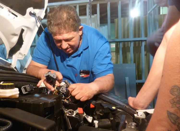 Se están dictando capacitaciones en electricidad del automotor