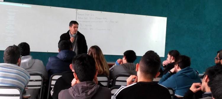 """El periodista Ulises Naranjo presentó a estudiantes del ITU su documental """"No llegues hasta acá"""""""
